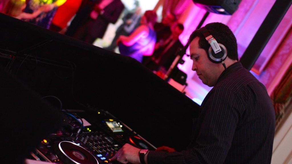 DJ Brian Mole mixing on CDJ's